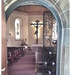 Freie Trauung in einer romantischen Kapelle
