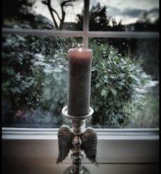 Wenn die Trauer in unser Leben tritt – die Kerze als Symbol des Lichts